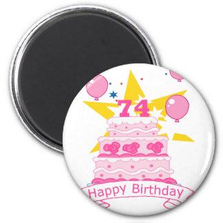 Bolo de aniversário das pessoas de 74 anos ímã redondo 5.08cm