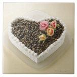 Bolo de casamento da forma do coração com flor, fi azulejo quadrado grande