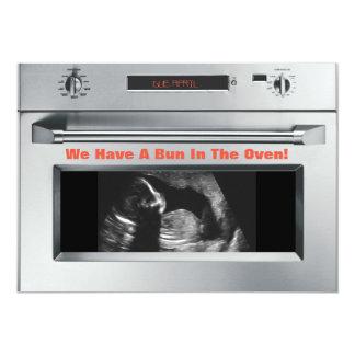 Bolo no anúncio da gravidez do forno convite 12.7 x 17.78cm