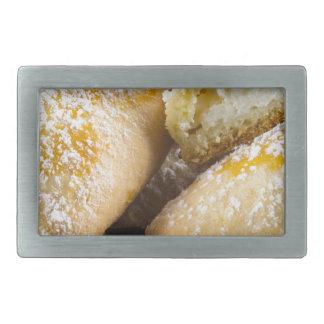 Bolos quentes com enchimento do queijo