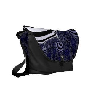 Bolsa Carteiro Fractal. listrado azul e preto