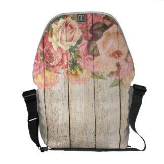 Bolsa Carteiro Rosas românticos rústicos do vintage de madeira