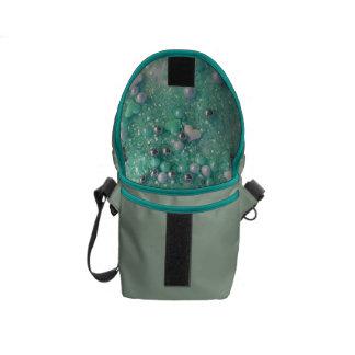Bolsa Carteiro Sparkles do verde e corações do amor
