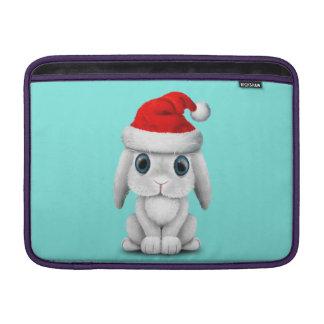 Bolsa De MacBook Air Coelho branco do bebê que veste um chapéu do papai