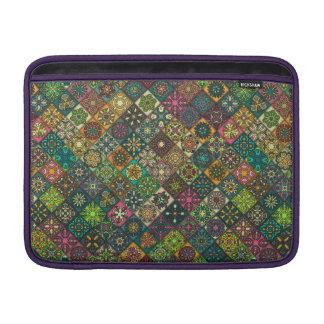 Bolsa De MacBook Retalhos do vintage com elementos florais da
