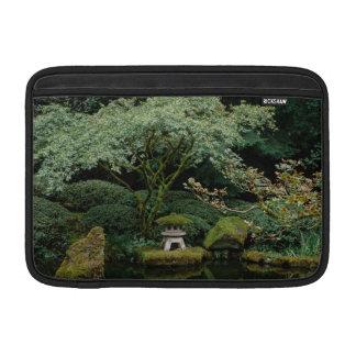 Bolsa De MacBook Serenidade em um jardim japonês