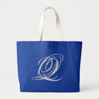 Bolsa elaborada do monograma Q
