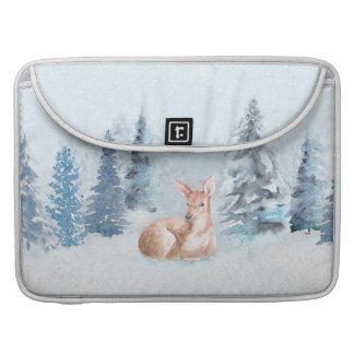 Bolsa MacBook Pro Cervos chiques da aguarela do inverno na floresta