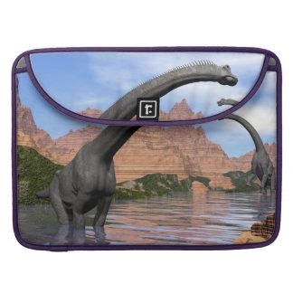 Bolsa MacBook Pro Dinossauros do Brachiosaurus na água - 3D rendem