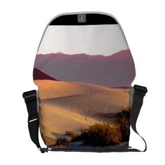 Bolsa Mensageiro Dunas de areia lisas o Vale da Morte do Mesquite