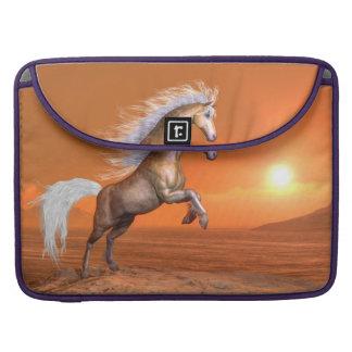 Bolsa Para MacBook Pro Cavalo que eleva pelo por do sol - 3D rendem
