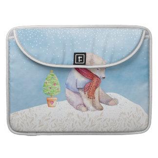 Bolsa Para MacBook Urso polar e árvore de Natal na neve