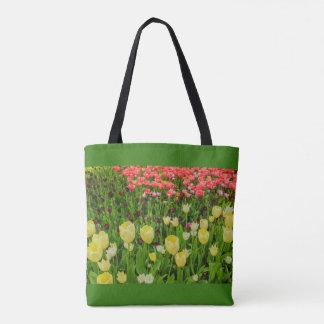 Bolsa Tote a florescência das tulipas em uma sacola do parque