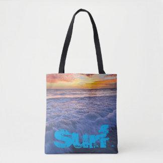 Bolsa Tote A praia surfando acena no por do sol