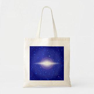 Bolsa Tote Alargamento branco no fundo azul do espaço com