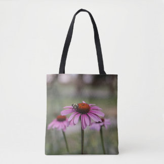 Bolsa Tote As flores cor-de-rosa do cone e Bumble a abelha