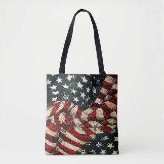 Bolsa Tote Bandeira-Camuflagem americana por Shirley Taylor