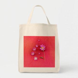 Bolsa Tote Design floral no fundo vermelho