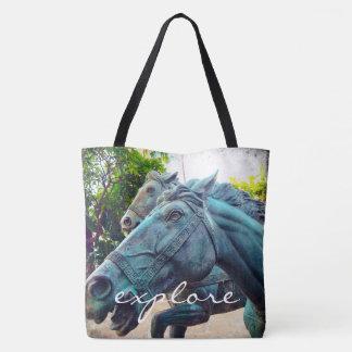"""Bolsa Tote """"Explore"""" a foto asiática da estátua do cavalo de"""