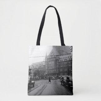 Bolsa Tote Foto dos anos 30 da rua dos carros do castelo de