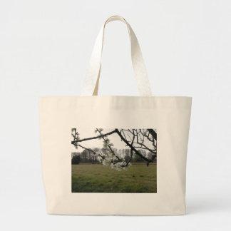 Bolsa Tote Grande Ameixa de florescência. Árvore branca de