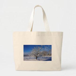 Bolsa Tote Grande Árvore de Apple coberto de neve
