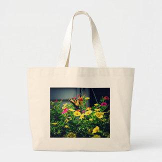 Bolsa Tote Grande Borboleta amarela com foto das flores