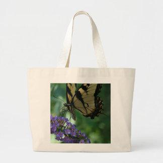 Bolsa Tote Grande Borboleta bonita de Swallowtail do tigre na flor
