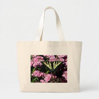 Bolsa Tote Grande Borboleta de Swallowtail em flores cor-de-rosa