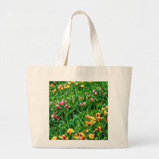 Bolsa Tote Grande Campo com as tulipas cor-de-rosa e amarelas