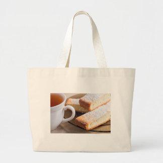 Bolsa Tote Grande Chá e uma placa de biscoitos frescos