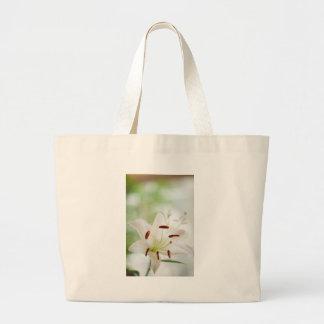 Bolsa Tote Grande Flor do lírio branco inteiramente aberta