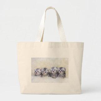 Bolsa Tote Grande Ninho com os quatro gatos de gato malhado novos em