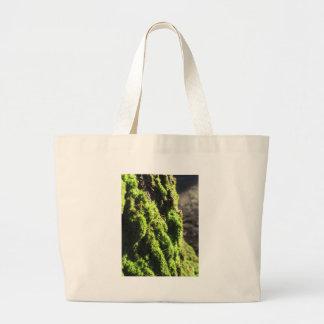 Bolsa Tote Grande O musgo verde no detalhe da natureza de musgo