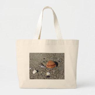 Bolsa Tote Grande Os Seashells no verão da areia encalham a opinião