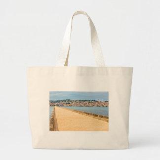 Bolsa Tote Grande Porto grego Argostoli da cidade com a estrada na