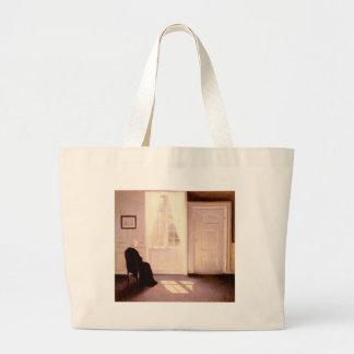 Bolsa Tote Grande Uma leitura da mulher por uma janela