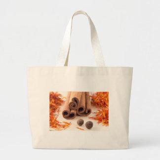 Bolsa Tote Grande Varas de canela, açafrão aromático e pimento