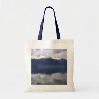 Bolsa Tote Mar do Alasca enevoado em máscaras bonitas do azul