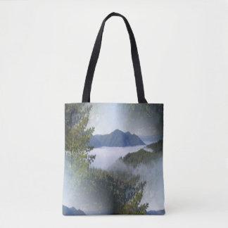 Bolsa Tote Névoa da bruma sobre as montanhas…