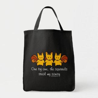 Bolsa Tote Os esquilos roubam meu dizer da sanidade