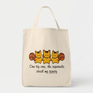 Bolsa Tote Os esquilos roubam minha sanidade engraçada