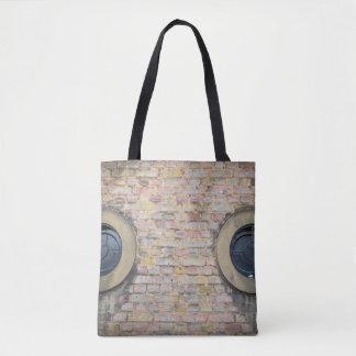 Bolsa Tote Parede e janelas de tijolo toda sobre - imprima a