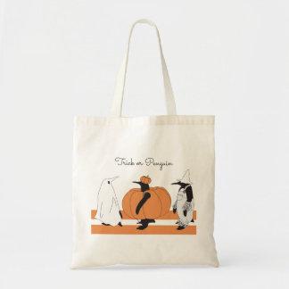 Bolsa Tote Pinguim engraçado bonito o Dia das Bruxas animal
