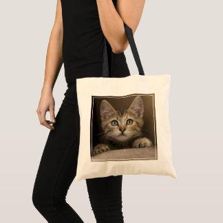 Bolsa Tote Um gatinho muito doce do gato malhado
