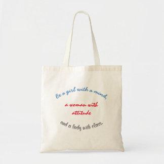 Bolsa Tote Uma senhora com uma sacola da classe