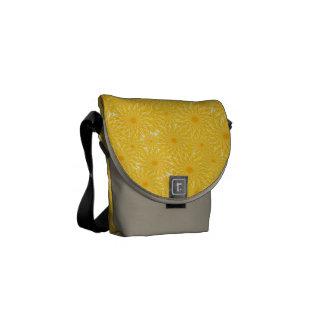 Bolsas Mensageiro Teste padrão de flores amarelo ensolarado do
