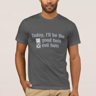 Bom contra a camisa gêmea má - escolha o estilo &