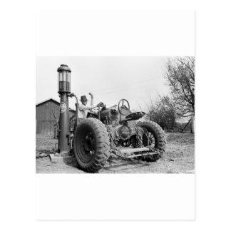Bomba de gás na fazenda, os anos 40 do vintage cartão postal