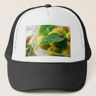 Boné A ideia macro das azeitonas com verde deixa o
